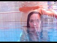 hot teen unterwasser swims and strips