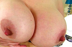 Curvy and BBW milf Shooting Star is made for sex