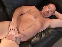 Daddy bear showing l