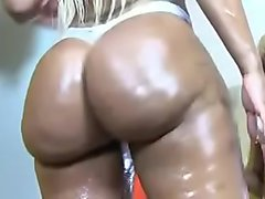 Big ass twerking in pant
