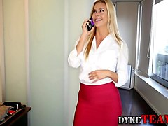 Teen domina rams les milf