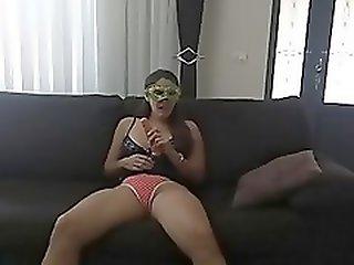 Raquel Exibida se satisfazendo com um pau de borracha de 20 cm -www.raquelexibida.net