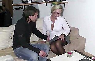 German Mother - Stief Sohn spritzt ab und fickt weiter bei seiner Mutter