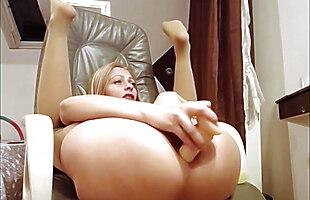 Miriam - Insert Dildo deep anal