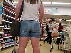 Pawg in jean shorts.