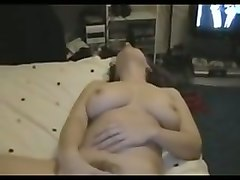 well shaped amateur gf fingering her pussy in bedroom