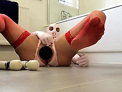 pvcsissy cums with anal fist and two wands