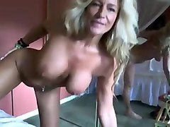 mature blonde mama makes a coin on webcam