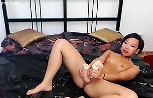 Asian pussy Stretching -- 1v1cams.com
