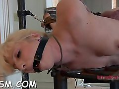 Tattooed girl receives electrifying toy on her sexy cunt