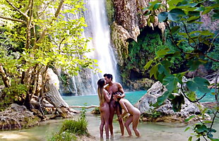 VIXEN Vacations are for threesomes