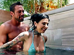 Naughty America - Kassandra Kelly (Joanna Angel)  fucks trai