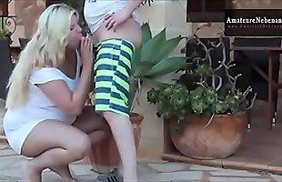 Bruder fickt deutsches blondes Teeny am Pool - Mehr auf www.AmateureNebenan.de