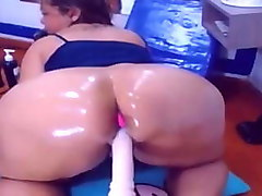 big fat oiled ass on cam